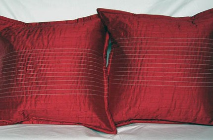 Opulentia pillow : ruby